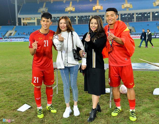 Đình Trọng và bạn gái tên Trang chụp cùng người bạn thân Bùi Tiến Dũng và Khánh Linh. Đây là lần hiếm hoi Trang xuất hiện trước báo chí.