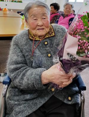 Mẹ của HLV Park từng khóc không ngừng vì nhớ con trai. Ảnh: Yonhap