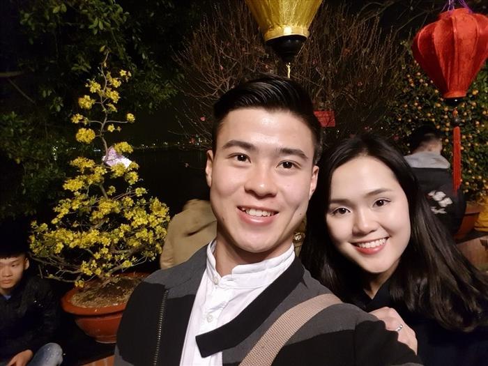 Đáng yêu nhất trong số các cặp đôi trai tài gái sắc của làng túc cầu Việt hiện tại đích thị là Duy Mạnh - Quỳnh Anh. Ảnh: FBNV