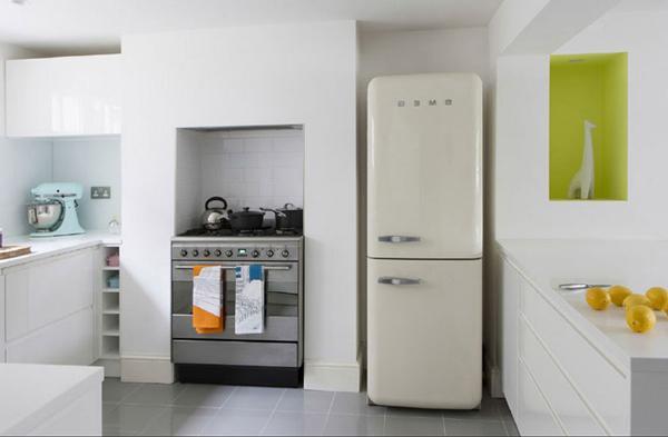Tủ lạnh không nên đặt quá gần bếp. (Ảnh minh họa)