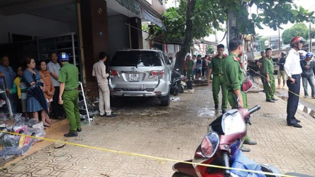 Hiện trường vụ tai nạn giao thông xảy ra sáng 29/12 tại thành phố Bảo Lộc (Lâm Đồng) làm 1 người chết.