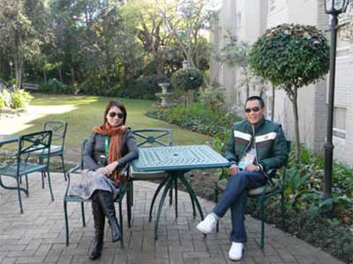 MC Lại Văn Sâm trong một bức ảnh hiếm hoi chụp cùng vợ của mình