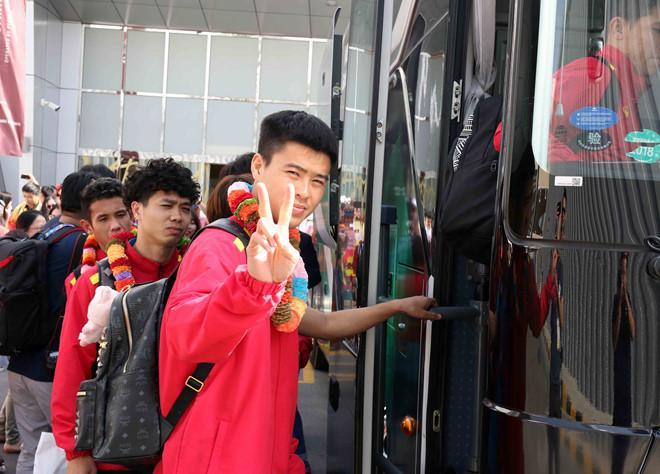 Thầy trò HLV Park Hang-seo có buổi tập vào chiều cùng ngày vào lúc 17h30 đến 19h30 tại sân D thuộc Sultan Bin Zayed Stadium. Múi giờ ở UAE chậm hơn giờ Việt Nam 3 tiếng.
