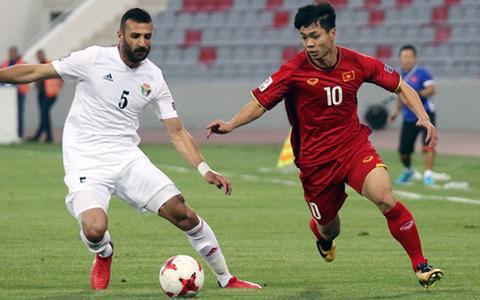 Công Phượng lần đầu tiên mặc áo số 10 trên ĐT Việt Nam hồi tháng 3/2018 khi Văn Quyết không có tên trong danh sách