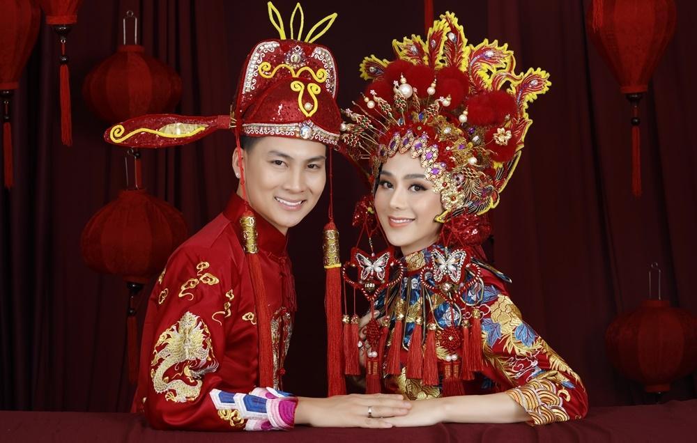 Lâm Khánh Chi và chồng làm tiệc kỷ niệm 1 năm ngày cưới.