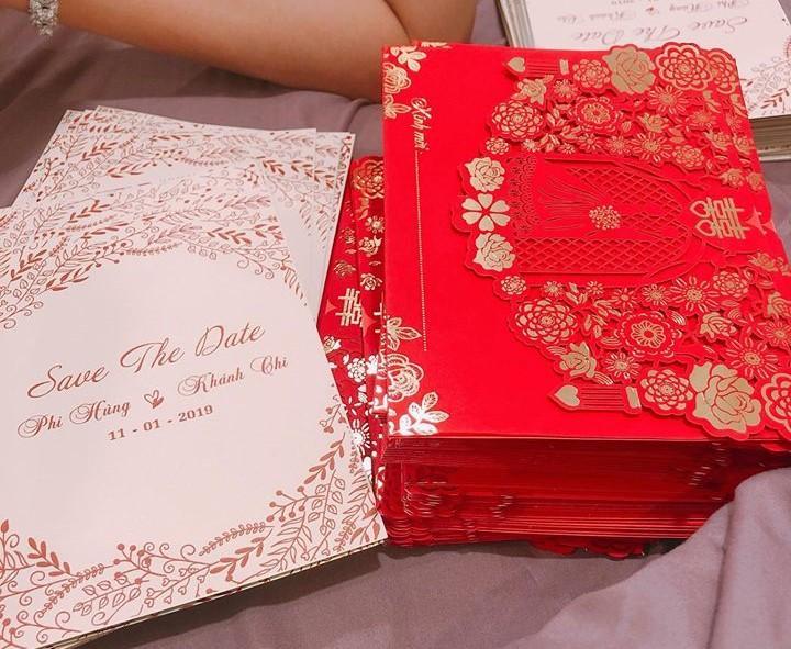 Thiệp mời tiệc kỷ niệm 1 năm ngày cưới hoành tráng không kém gì thiệp cưới.