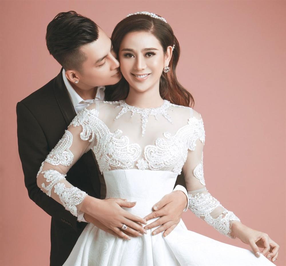 Lâm Khánh Chi giấu mặt con trai để giữ cho bé cuộc sống bình yên.