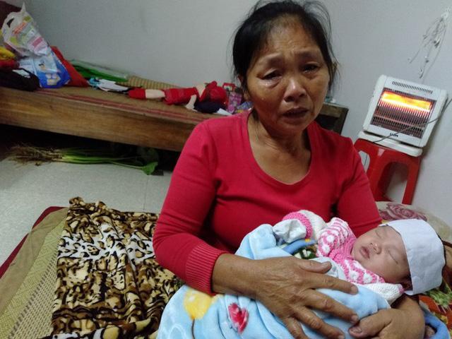 Đứa trẻ sơ sinh ngày đêm gào khóc vì khát sữa, thiếu hơi ấm của mẹ.