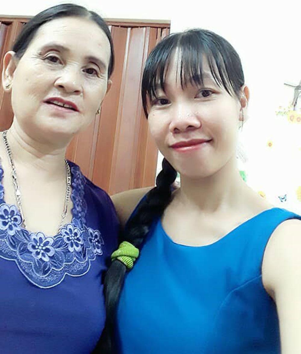 Sau hơn 4 năm hẹn hò, Lâm - Thơ đưa nhau đi đăng ký kết hôn dù chưa báo tin cho gia đình.