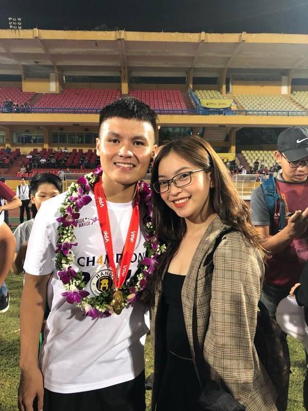 Nhật Lê được biết đến là bạn gái của cầu thủ Quang Hải.