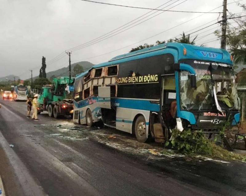Hiện trường vụ tai nạn giữa 2 xe khách ở Bình Định - Ảnh: Báo Giao thông