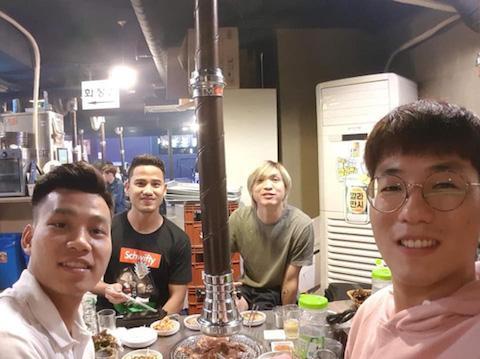 Văn Thanh, Đức Lương, Tuấn Anh trong một bữa cơm tại Seoul