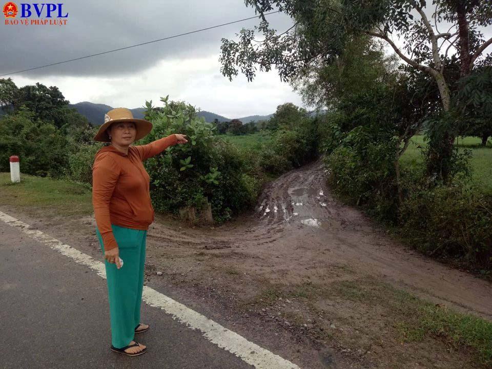 Sau đó bắt giữ chị Hương đưa lên xe ô tô, chở vào khu vực này tiếp tục đánh đập.