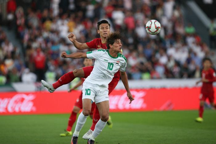 Đình Trọng đã nén đau để chiến đấu cùng các đồng đội tại AFF Cup 2018. Ảnh: Đình Viên.