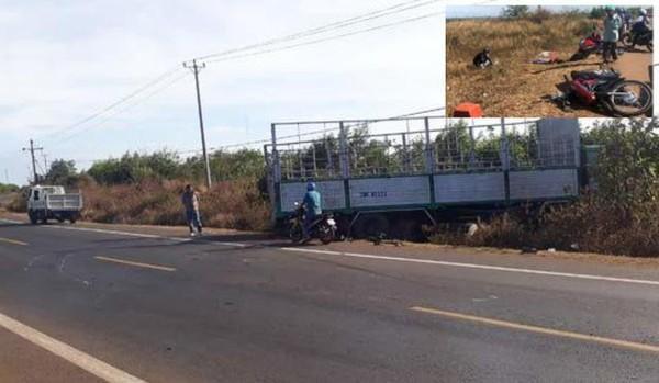 Hiện trường xe tải gãy trục quay ngang đường tông xe máy khiến 3 chị em tử vong. Ảnh: Dân trí