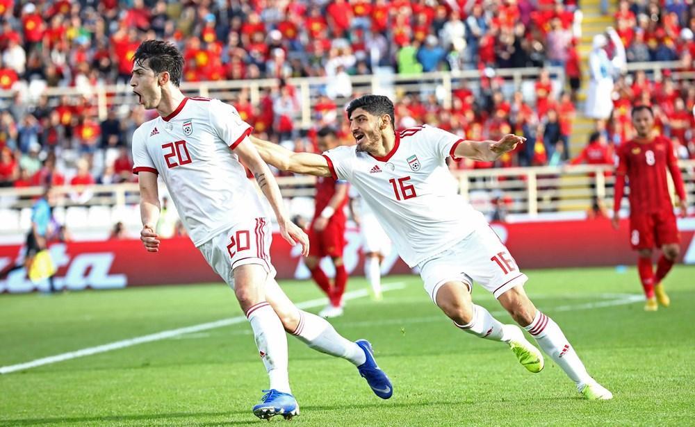 Trong 15 phút đầu tiên, tỷ lệ cầm bóng của thầy trò HLV Park Hang-seo lên đến 45%. Số lần đánh chặn của Việt Nam là 5 và Iran là 10. Ảnh: AFC