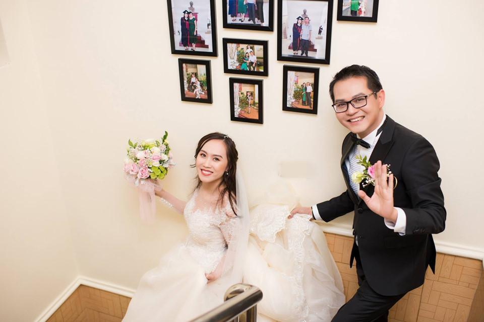 Nam diễn viên gạo cội xác nhận chuyện kết hôn vào cuối tháng 12/2018. Lúc đó, anh không giấu sự ngượng ngùng khi cưới vợ ở tuổi U50. Anh cho rằng chuyện kết hôn là duyên số và anh