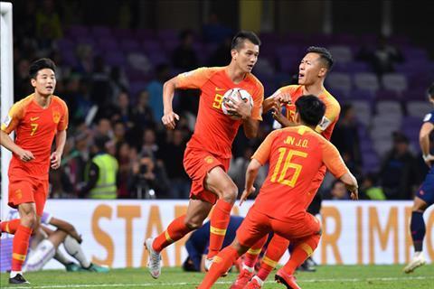 ĐT Trung Quốc lội ngược dòng giành chiến thắng 2-1 trước ĐT Thái Lan dù bị dẫn trước. Ảnh: AFC.