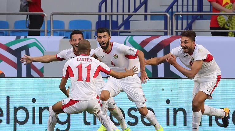 Baha Abdel Rahman (4) có tuyệt phẩm mở bàn cho Jordan