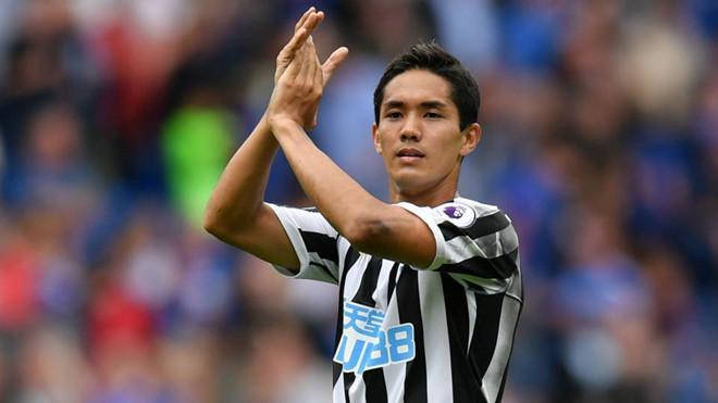 Tiền đạo Muto khoác áo CLB Newcastle ở mùa giải này.