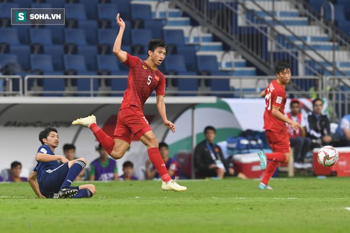 Đoàn Văn Hậu trong trận đấu với Nhật Bản tại Asian Cup.