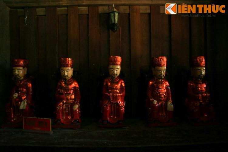 Chùa còn bảo lưu được hàng trăm tượng thờ và đồ tế thời Lê, chùa Keo được coi là một bảo tàng nghệ thuật Việt giai đoạn đầu thế kỷ 17.
