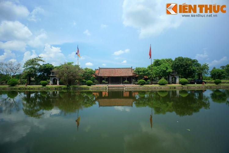 Tương truyền, nguyên thủy chùa do Thiền sư Dương Không Lộ xây dựng ở ven sông Hồng từ năm 1061 dưới thời Lý Thánh Tông, tại hương Giao Thủy, phủ Hà Thanh (nay thuộc huyện Giao Thủy, tỉnh Nam Định). Vì Giao Thủy có tên Nôm là Keo, nên ngôi chùa này cũng được gọi là chùa Keo.