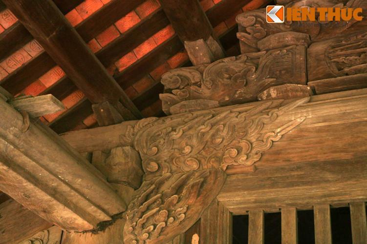 Các công trình đều làm bằng gỗ lim và là nơi được các nghệ nhân điêu khắc thời nhà Hậu Lê chạm khắc rất tinh xảo.