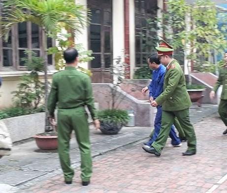 Cảnh sát dẫn giải bị cáo Phạm Văn Lam tới Tòa ngày 22/3/2019