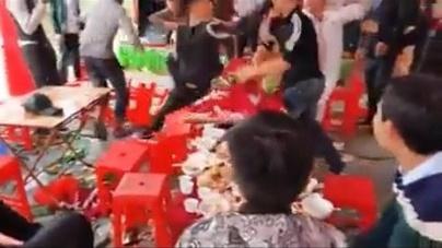 Thanh niên thẳng tay đánh nhau, đám cưới thành bãi chiến trường.