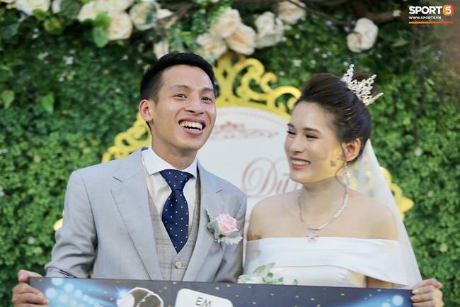 Nụ cười rạng rỡ của chú rể Hùng Dũng và cô dâu Mộc Trinh.