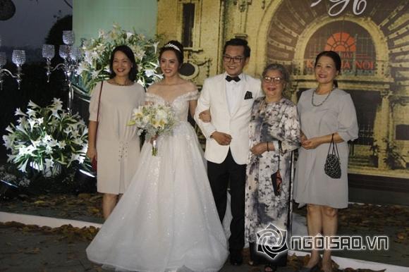 Nghệ sĩ Lê Khanh và mẹ là Lê Mai cũng đến tham dự đám cưới của Trung Hiếu