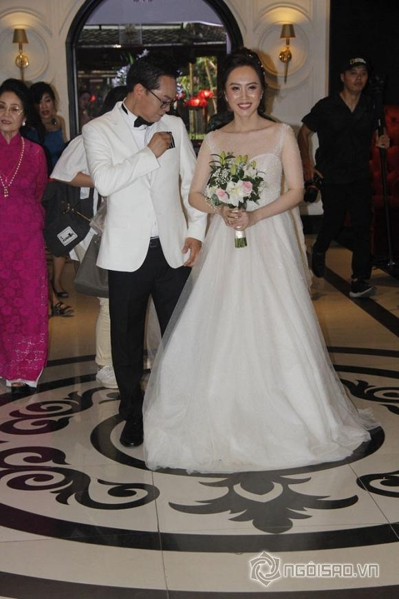 Vợ chồng NSND Trung Hiếu có mặt tại đám cưới