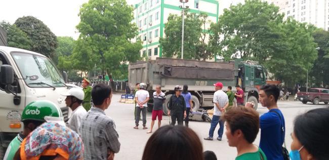 Vụ tai nạn xảy ra giữa ngã tư trong đô thị.