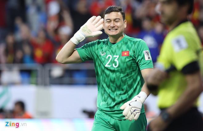 Tuyển Việt Nam trở thành đội bóng đầu tiên giành vé vào vòng tứ kết Asian Cup 2019. Ảnh: Minh Chiến.