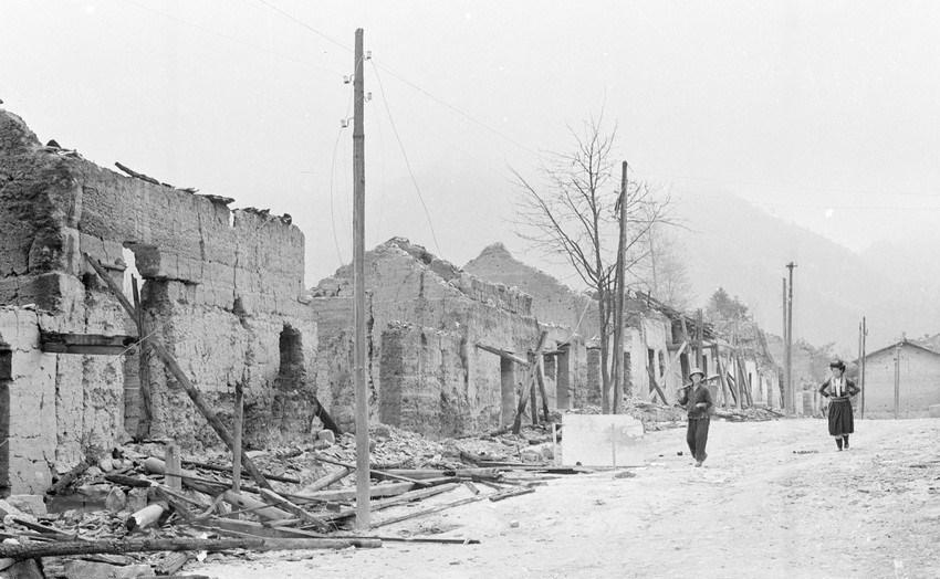 Nhà cửa, đường phố ở thị trấn Phó Bảng, huyện Đồng Văn, tỉnh Hà Tuyên bị đạn pháo của địch tà.n ph.á trong ngày 8 và 9/3/1979. (Ảnh: Ngọc Quán/TTXVN)
