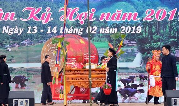 Tái hiện nghi thức cầu mùa trong Lễ khai hội Lồng Tồng.