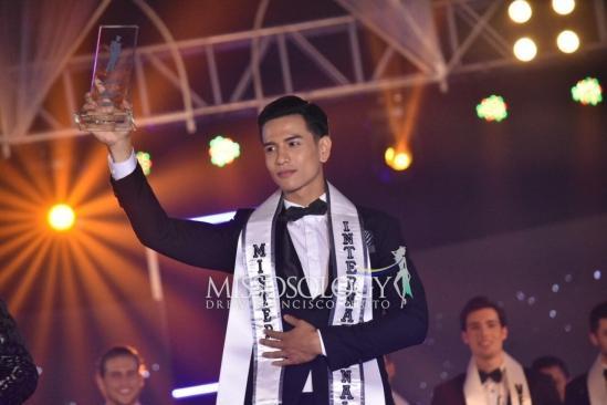 Trịnh Bảo - tân Nam vương Quốc tế 2019.