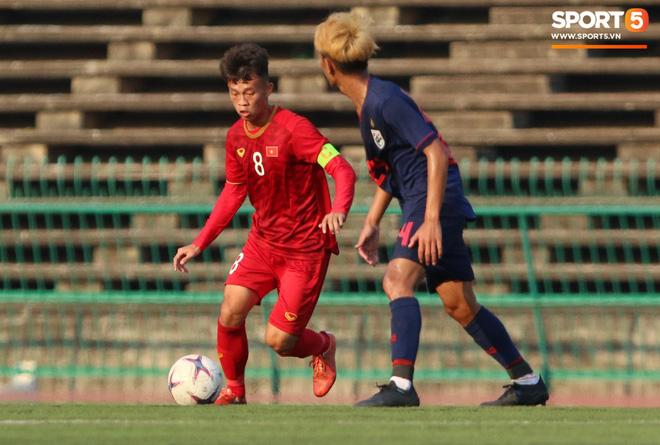 Hoàng Đức (trái) và Thanh Sơn (phải) là những đội phó của U23 Việt Nam. Ảnh: Giang Nguyễn