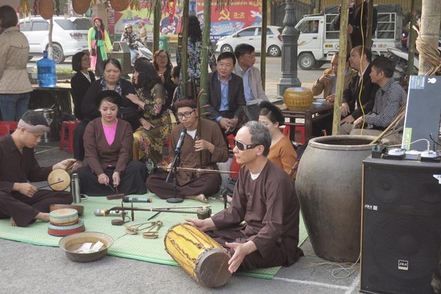 Gian hát xẩm tại chợ quê