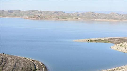Phà chở hơn 100 người gặp nạn ở sông Tigris. Ảnh: AA