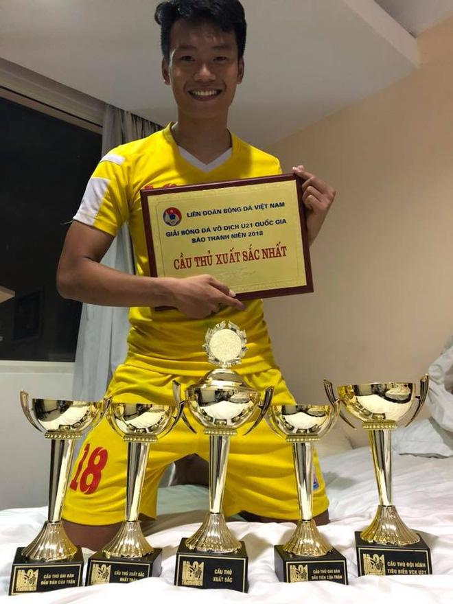 Thành Chung là người giúp U23 Viêt Nam dẫn trước với tỉ số 3-0