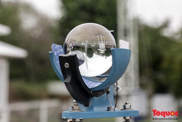 Thiết bị đo nhiệt độ tại trạm khí tượng Hòn Dấu