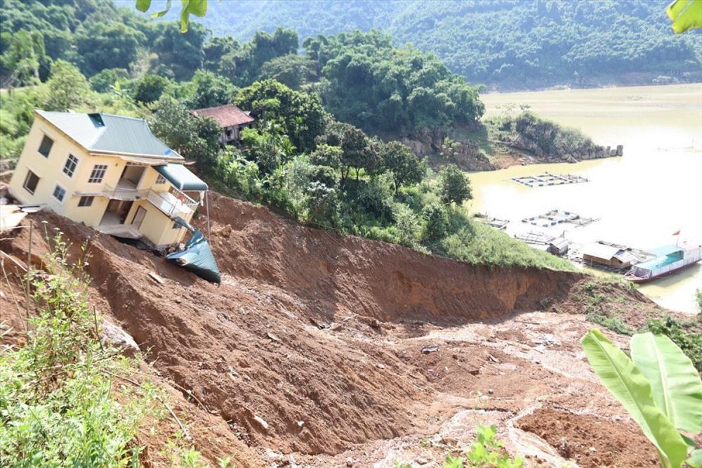Sạt lở đất là loại hình thiên tai nguy hiểm đe dọa đến tính mạng và tài sản người dân (Ảnh minh họa)