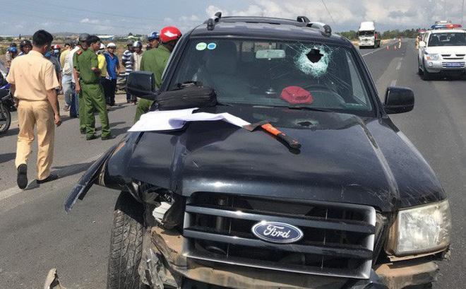 Hiện trường vụ lái xe ô tô bán tải ép mô tô CSGT khi bị truy đuổi
