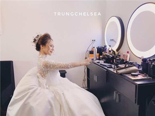 Một vài hình ảnh xinh đẹp trong ngày cưới của cô gái có ông bố tuyệt vời trong clip