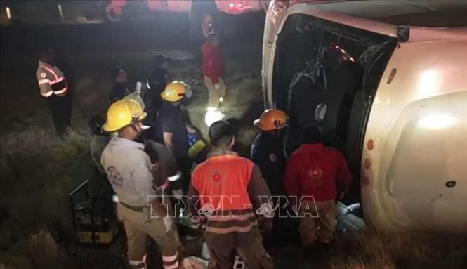 Hiện trường vụ tai nạn xe buýt tại Zacatecas, Mexico, ngày 28/4/2019. Ảnh: El Comercio/TTXVN