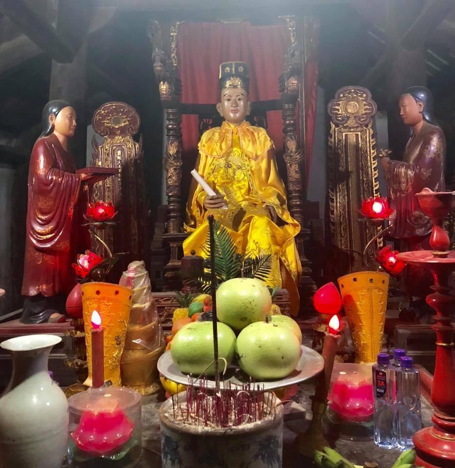 Bức tượng Linh Lang đại vương.