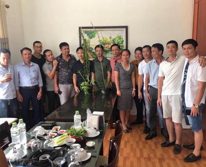 Toàn bộ nhóm người góp tiền đứng ra mua cây lan tiền tỷ về để nhân giống.