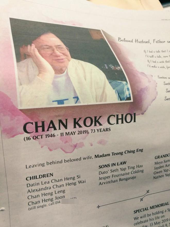 Dưới tên anh con trai Chan Heng Joon có ghi
